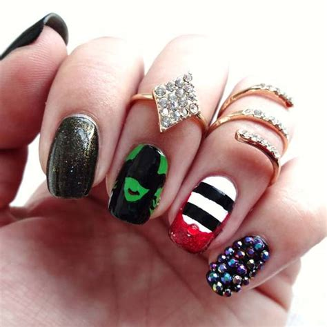 detailed nail designs this super detailed nail art will blow your mind plus 10
