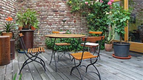 come fare un tavolo da giardino come scegliere i tavoli per il giardino deabyday tv