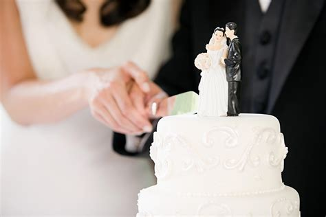 Wedding Cake Cutting by 7 Wedding Cake Traditions And Their Meanings