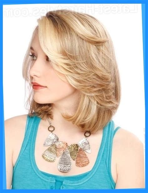 feathered mid length hairstyles the 25 sexiest hairstyles for round faces for feathered