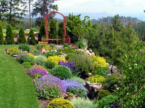 Garden Landscaping This Flower Garden Is Landscaped Wi Backyard Flower Garden Ideas