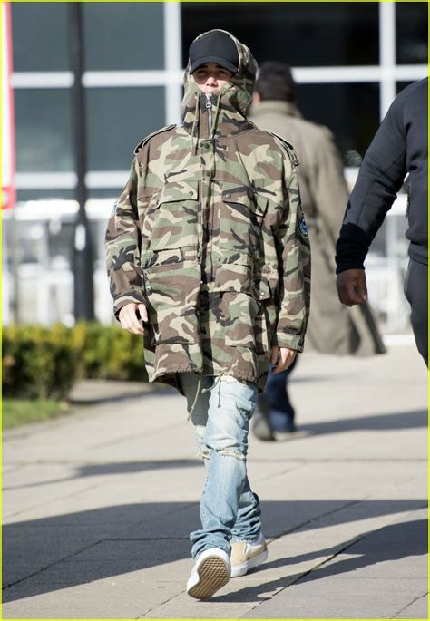 tattoo camo london justin bieber goes camo arrving in london before brit