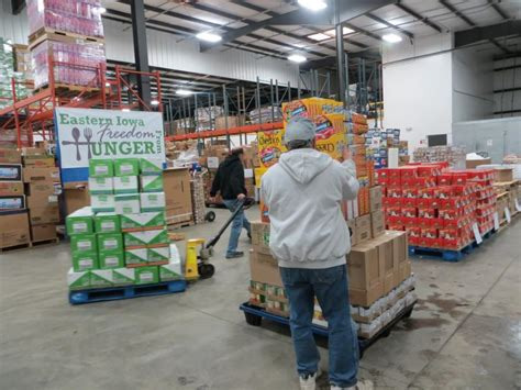 as holidays approach iowa food pantries see increased