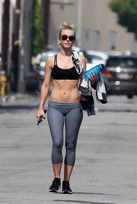 julianne hough nutrition julianne hough flaunts her insane abs after a trip to the