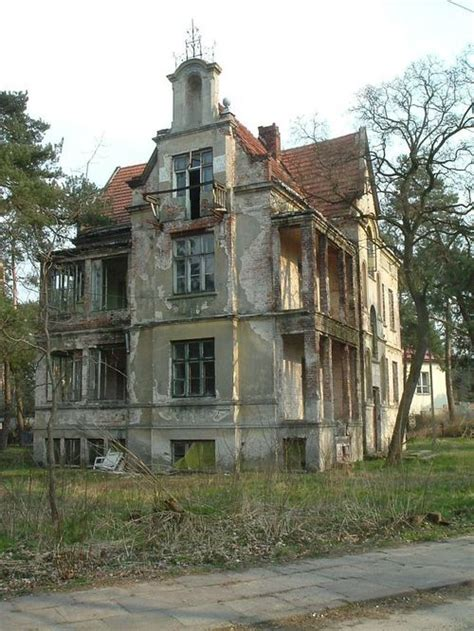 old abandoned buildings 25 trending old abandoned buildings ideas on pinterest