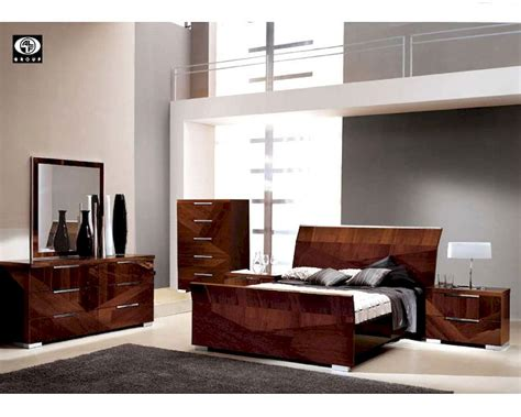 high gloss bedroom furniture modern bedroom set in high gloss walnut finish 33b161