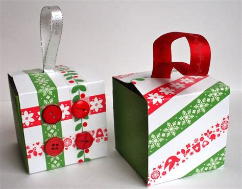 recycled gift box ornaments thanks to starbucks mod
