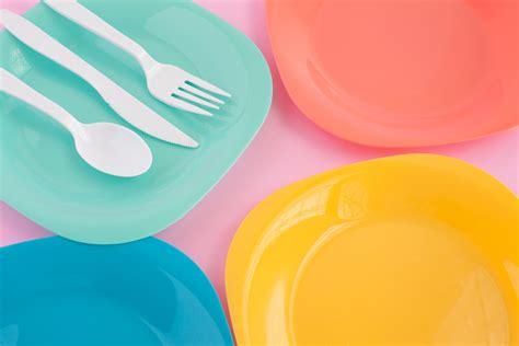 piatti e bicchieri piatti bicchieri posate plastica il fatto alimentare