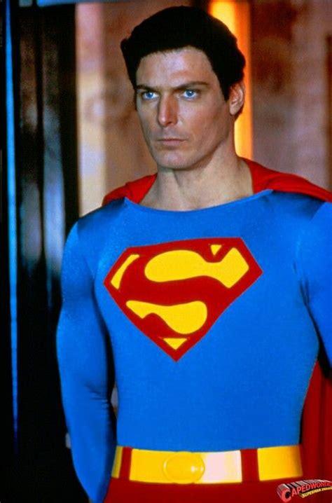 christopher reeve plays clark kent superman christopher reeve superheroes