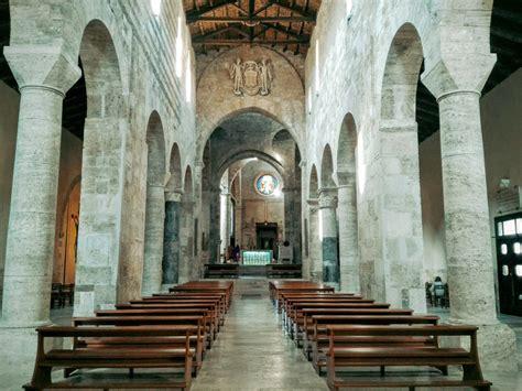duomo di interno arte sacra in abruzzo il duomo di teramo la cattedrale