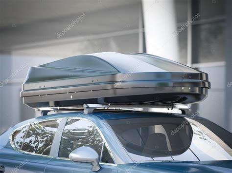 voiture moderne pour voyager avec un porte bagages de toit