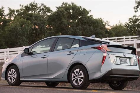 Toyota Hybrid Car Price In India 2016 Toyota Prius Hybrid India Price Specifications Details