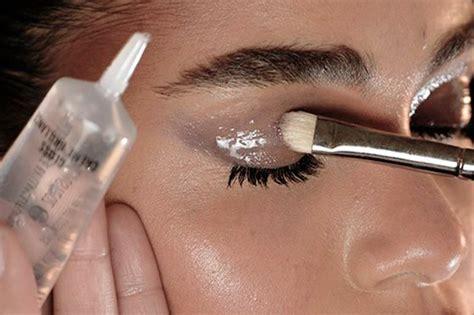 ombretto effetto bagnato make up glossy consigli e prodotti per realizzare il