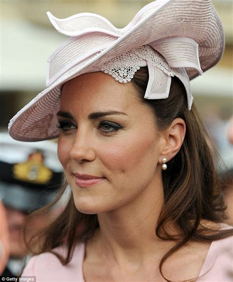 New Kate And Jewelry Pieces Now On Pre Order by The One Item That Kate Middleton Always Wears Daily Mail