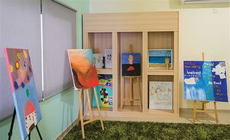rooms y therapist gives him the therapy center destination ksa