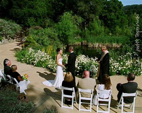 Small Wedding by Small Intimate Weddings It S The Trend For 2010 St
