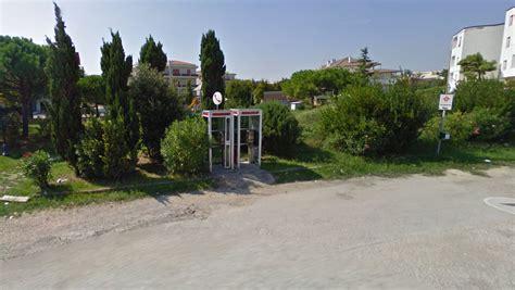 cabine telefoniche italia salviamo le ultime cabine telefoniche porto recanati