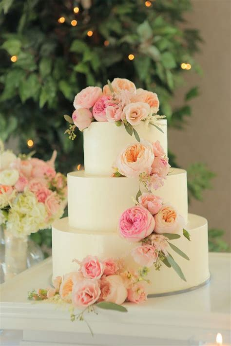 Flower Garden Cake Ideas Diy 1000 Images About Cake With Flowers On Pinterest Peony Wedding Cakes Cascading Flowers And