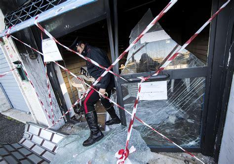 roma capitale sede legale attentato incendiario alla sede pd di mirko coratti