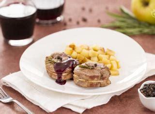 come cucinare un filetto di maiale ricetta filetto di maiale con salsa al vino guide di cucina