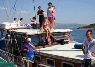tekne turunda ne giyilir bodrum da engelliler tekne turu yaptı