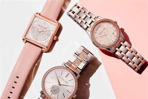 Jam Wanita Golden Rantai Mk Set Gold koleksi khusus untuk hari