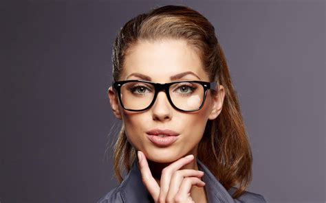 wearing glasses what makeup should you choose if you re wearing glasses my makeup ideas