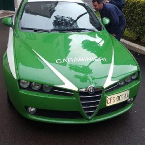 volante dei carabinieri carabinieri il parco auto 232 pronto a tingersi di verde foto