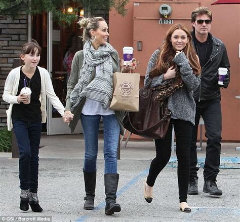 Mileys Parents Stay Together by Miley Cyrus S Family Put Bitter Feuds Them As They