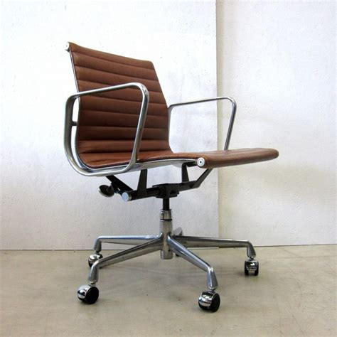charles eames desk chair ea335 office chair by charles ray eames for herman