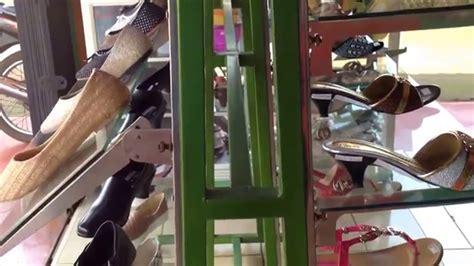 Rak Display Sandal desain rak sepatu toko gil