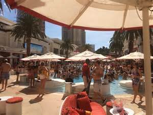 Encore Pool Daybed Encore Club What S A Las Vegas Pool Really