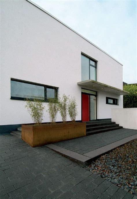 Hauseingang Treppe Modern by Stufe Eingangsbereich Modern Nowaday Garden