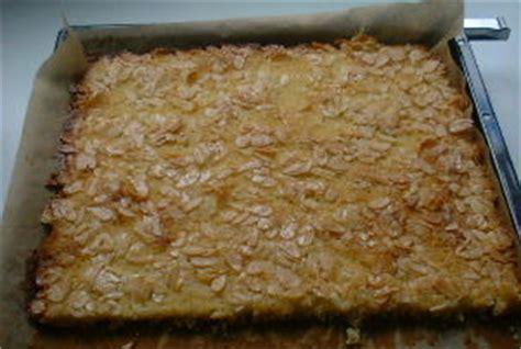 bienenstich kuchen mit hefeteig bienenstich kuchen mit hefeteig beliebte rezepte f 252 r