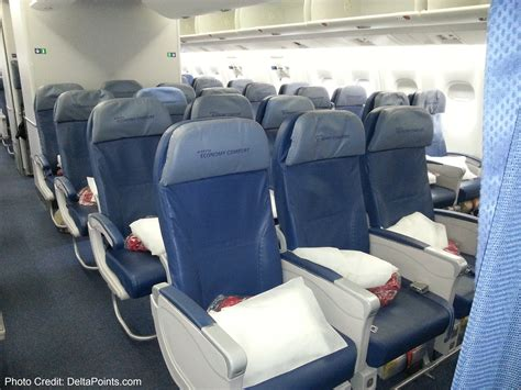 delta economy comfort review delta 767 300 economy comfort seats delta points blog
