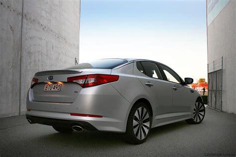Hyundai Elantra Vs Kia Optima Hyundai I45 Vs Kia Optima Comparison Review Photos 1 Of 33
