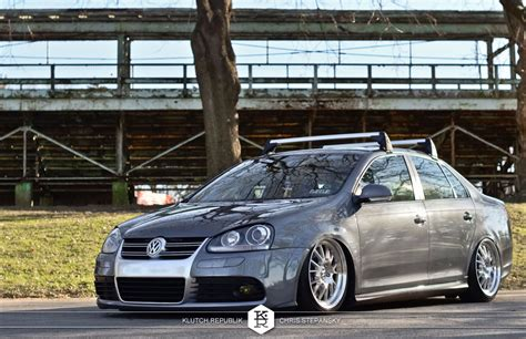 stanced volkswagen jetta bagged with a boot klutch republik