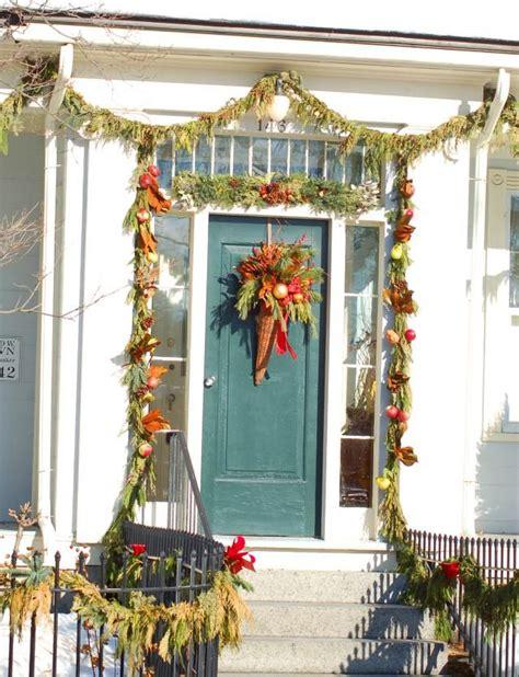 tips  hanging  holiday garland   door
