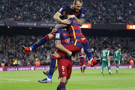 detiksport olahraga sepak bola barcelona unggul sementara dari as roma sepak bola