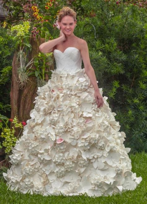 How To Make Toilet Paper Dress - 10 beautiful wedding dresses made out of toilet paper
