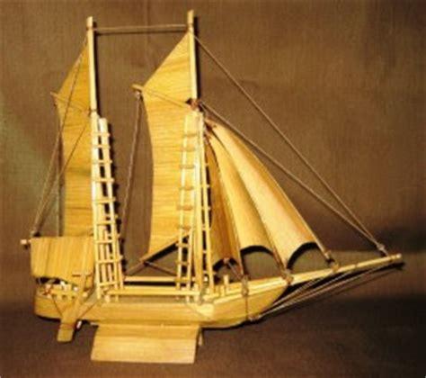 pasar souvenir dan handycraft souvenir handycraft perahu layar pinisi dari bamboe