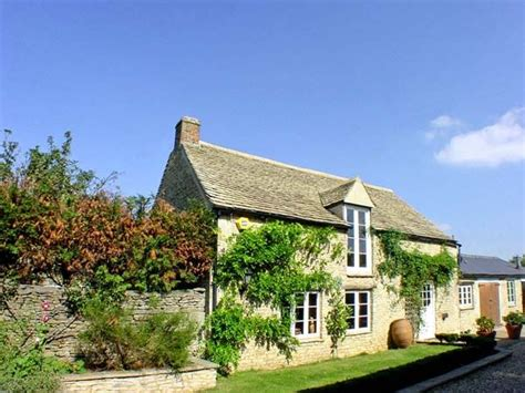 Friendly Cottages In Oxfordshire Uk Dutton House Curbridge Self Catering Cottage