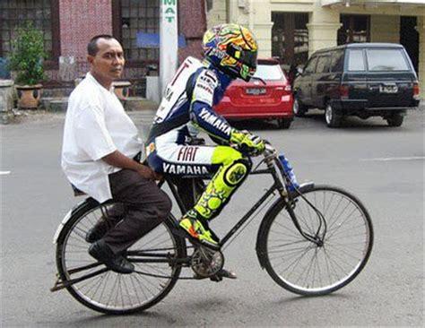 gambar lucu naik sepeda onthel foto dan gambar lucu