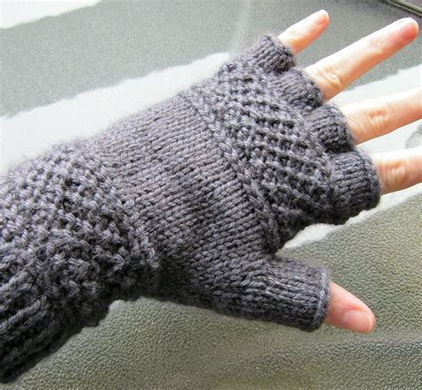 Free Pattern Gloves Knitting | twisty mitts knitting patterns in the loop knitting