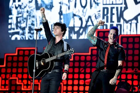 Lp Green Day Greatest Hits God S Favourite Band Vinyl green day announce greatest hits collection featuring two