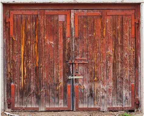 colorful door colorfulgaragedoorsphotography10 fubiz media