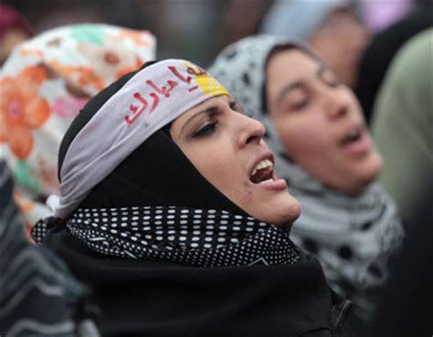 imagenes de mujeres egipcias actuales poetry unleashed in the streets of cairo
