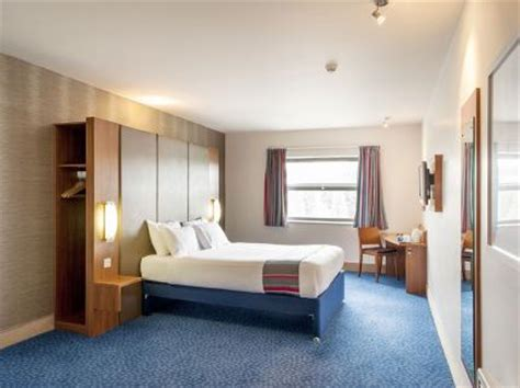 cheap hotel rooms in sheffield travelodge sheffield meadowhall deals reviews sheffield laterooms