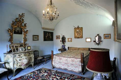 la casa di roma ecco gli interni della villa di alberto sordi aperti al
