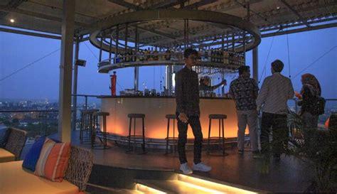lokasi cafe romantis rooftop surabaya   viral